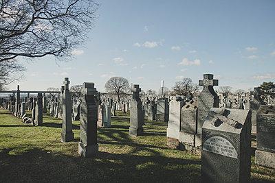 Friedhof in Queens - p1345m1286194 von Alexandra Kern