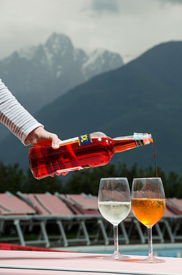 Serving champaign - p335m813189 by Andreas Koerner