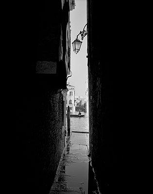 Gasse am Canal Grande bei Tag, Venedig - p1493m1585669 von Alexander Mertsch