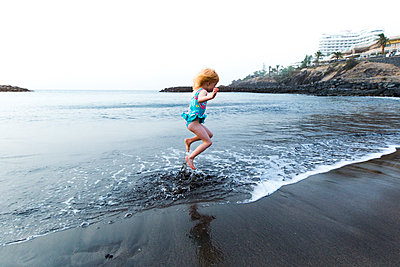Boy playing at the seafront, Adeje, Tenerife, Canarian Islands, Spain - p300m2171002 by Irina Heß