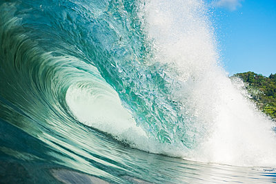 The blue wave of costa rica - p1166m2153726 by Cavan Images