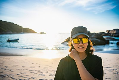 Beautiful woman on the beach at the Similan islands in Thailand - p1166m2268994 by Cavan Images