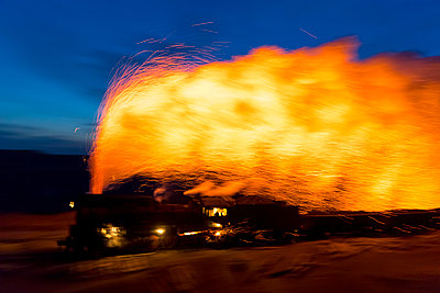 Steam engine in the evening - p1208m1582648 by Wisckow
