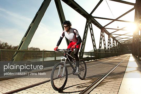 Mountainbike - p608m1165231 von Jens Nieth