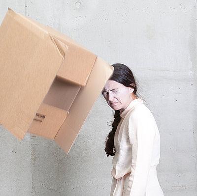 Falling box - p1670m2253285 by HANNAH