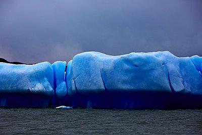Eis auf dem Lago Argentino am Upsala Gletscher - p719m883164 von Rudi Sebastian