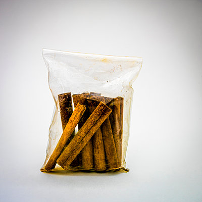 Cinnamon stick in a plastic bag. - p813m1122821 by B.Jaubert