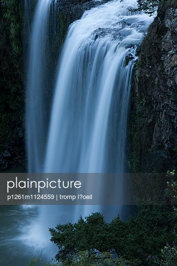 Wasserfall - p1261m1124559 von tromp l'oeil