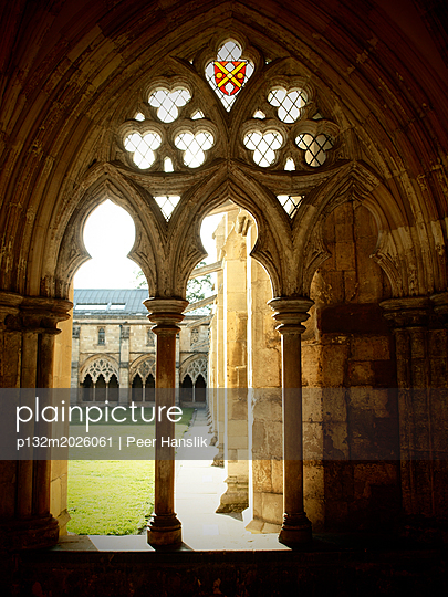 Cloister of the cathedral in Norfolk - p132m2026061 by Peer Hanslik
