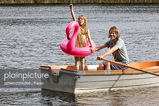 Father and daughter rowing together - p294m2206266 by Paolo