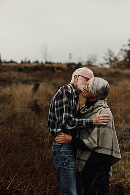 Senior couple kissing - p312m2191029 by Jennifer Nilsson