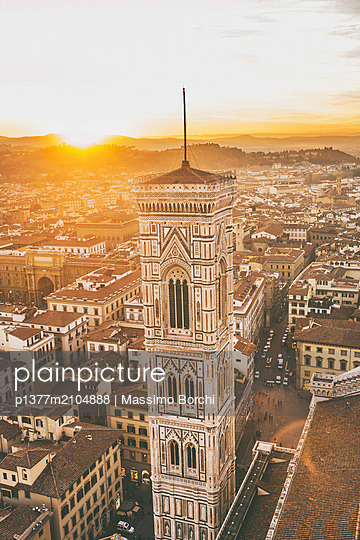Italy, Tuscany, Firenze district, Florence, The town and Giotto bell tower at sunset - p1377m2104888 by Massimo Borchi