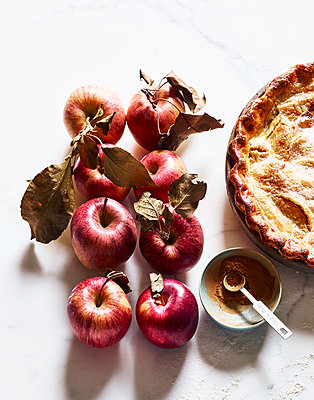 Apfelkuchen und Äpfel - p1397m2054604 von David Prince