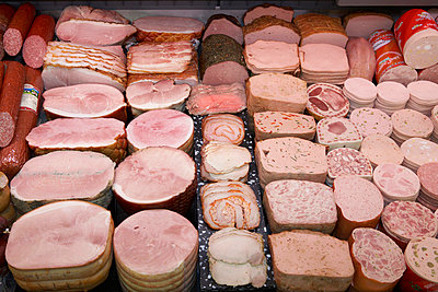 Various sausages in display in supermarket, close-up - p3007170f by Tom Hoenig