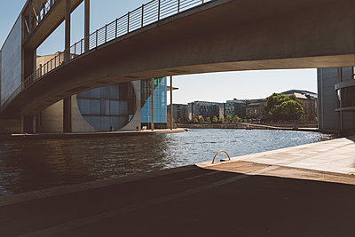 p432m2211551 by mia takahara