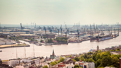 overview of Hamburger harbor and neustadt - p1332m1528690 by Tamboly
