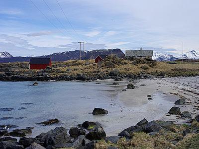 Houses at the sea - p945m1497421 by aurelia frey