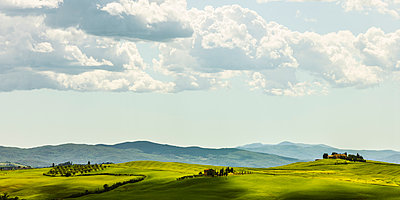 Tuscan hills - p968m987188 by Roberto Pastrovicchio
