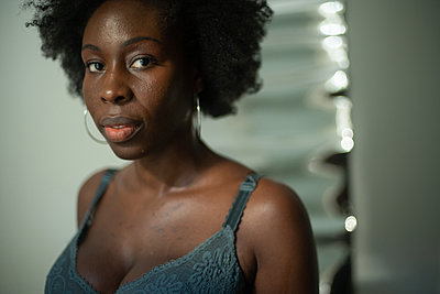 Portrait of African woman - p1321m2207453 by Gordon Spooner