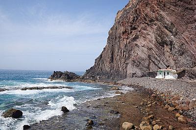 Playa El Roquete, bar on rocky coast, Gran Canaria - p556m2183821 by Wehner