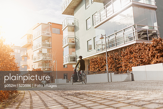 Cyclist on a footpath in Stockholm - p352m1523886 by Folio Images