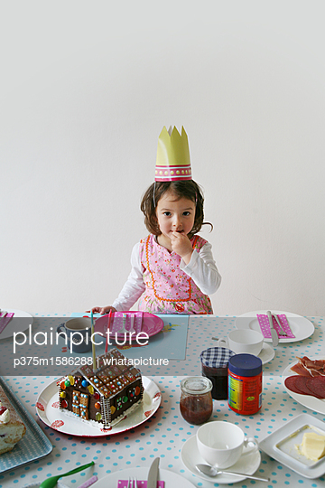 plainpicture - plainpicture p375m1586288 - Children's birthday party - plainpicture/whatapicture