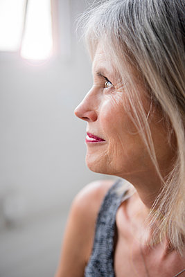Caucasian woman looking away - p555m1231855 by JGI/Jamie Grill