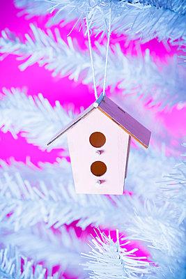 Tiny birdhouse - p1149m2038756 by Yvonne Röder