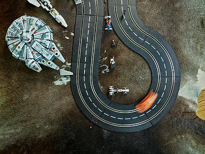 Toy race-track in nursery - p1171m1540448 by SimonPuschmann