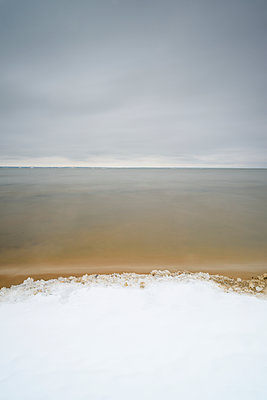 View of frozen sea - p312m1471345 by Mikael Svensson