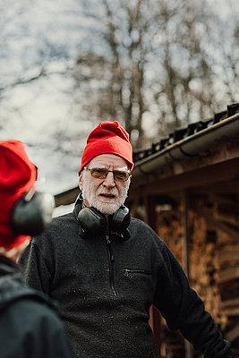 Senior man looking at camera - p312m2190970 by Jennifer Nilsson