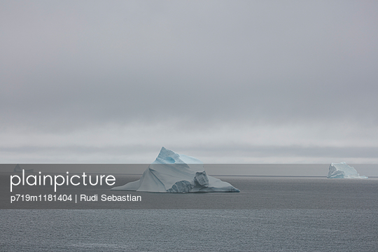 Eisberge - p719m1181404 von Rudi Sebastian