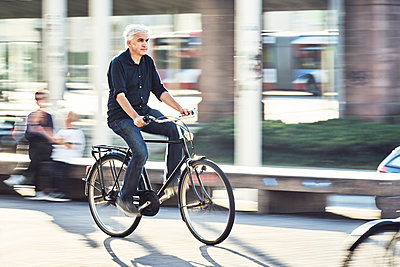 Bicyclist in the City - p1312m1515404 by Axel Killian