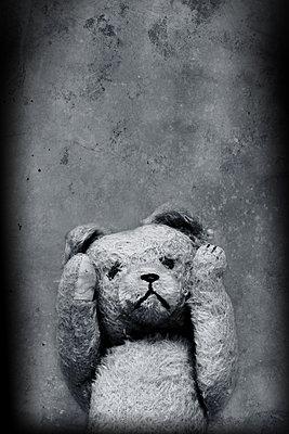 Lonely teddy  - p450m1083420 by Hanka Steidle