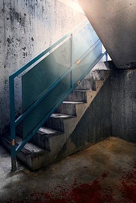 Betontreppe in einem Parkhaus - p1280m1585972 von Dave Wall
