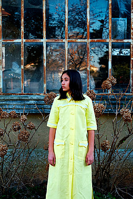 Girl with yellow dress  - p1521m2065467 by Charlotte Zobel