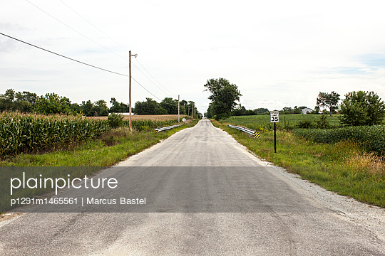 Country Road - p1291m1465561 by Marcus Bastel