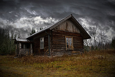 Abandoned house - p1235m2044536 by Karoliina Norontaus