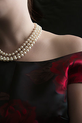 Caucasian Woman with Pearl Necklace - p1331m1182445 by Margie Hurwich