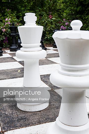 Schach im Freien - p781m1092925 von Angela Franke