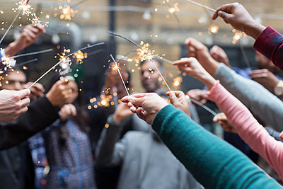 Friends celebrating with sparklers - p1023m2009881 by Martin Barraud