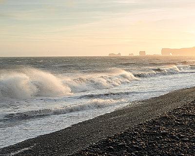 Strand Reynisfjara - p1124m1060273 von Willing-Holtz