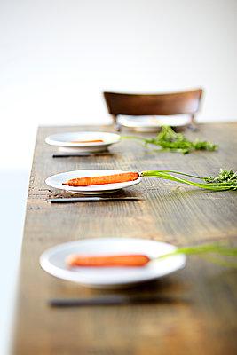 Tisch Teller Karotte - p1312m1137669 von Axel Killian