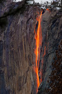 High angle view of Horsetail Falls at Yosemite National Park - p1166m1415195 by Cavan Images