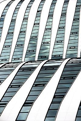 Glasfassade - p1268m1149095 von Mastahkid