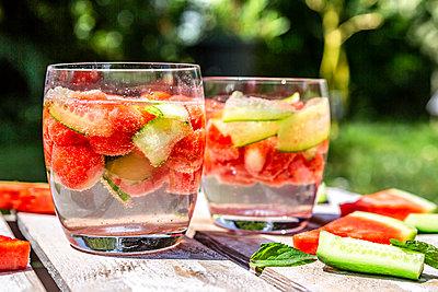 Melon cucumber water - p300m2004667 von Sandra Roesch