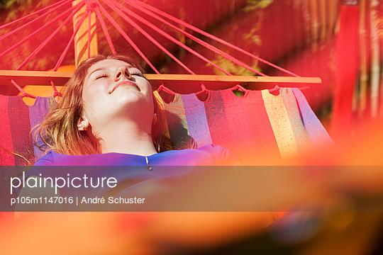 Ausruhen in der Hängematte - p105m1147016 von André Schuster