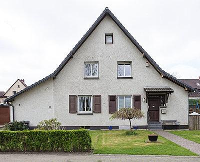 """Haus in der Arbeitersiedlung """"Dahlhauser Heide"""" in Bochum - p105m1025446 von André Schuster"""