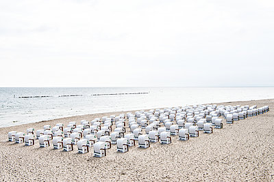 Beach chairs - p354m2031739 by Andreas Süss