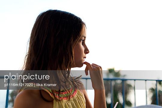 Mädchen am Abend - p1116m1217020 von Ilka Kramer